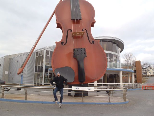 Giant-Violin-Biggest-Music-Instruments.jpg