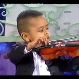 Andre Rieu & 3 year old violinist, Akim Camara 2005 - YouTube